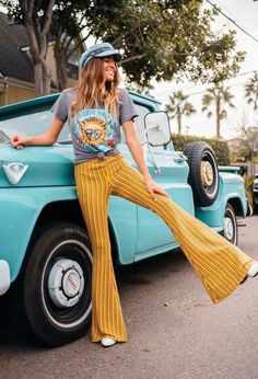 Sublime Vintage Tee Rock n' Roll graphic tee featuring Sublime. Rock and roll graphic tees. Vintage band t-shirts. This Sublime tee is a classic fitted crew neck tee with short sleeves. Made in our super soft jersey tissue 70s Outfits, Mode Outfits, Vintage Outfits, Band Tee Outfits, 70s Vintage Fashion, Seventies Fashion, Vintage Clothes 70s, Vintage Clothing, Clothes From The 70s