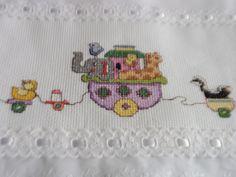 TOALHA FRALDA ARCA DE NOÉ <br>Toalha fralda ,tecido duplo cor branca. <br>Barrado em tecido 100% algodão. <br>Acabamento em bico inglês , <br>Excelente produto para ser usada na maternidade.