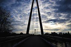 Fußgängerbrücke am Morgen in Frankfurt am Main