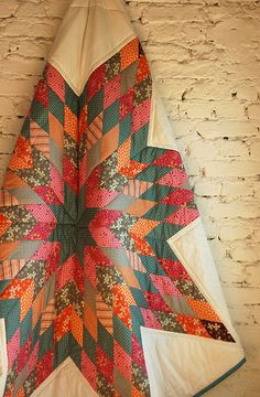 krabbeldecken und quilts aus frankfurt am main Patch Quilt, Quilt Blocks, Quilting Projects, Quilting Designs, Sewing Projects, Lone Star Quilt, Star Quilts, Textiles, Quilt Modernen