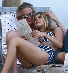 Gigi Hadid et Cody Simpson en vacances à la plage de Miami | HollywoodPQ.com