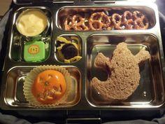 Ghost sandwich, pretzels, yogurt 'n granola, jack 'o lantern cutie, mini oreos and strips of mango