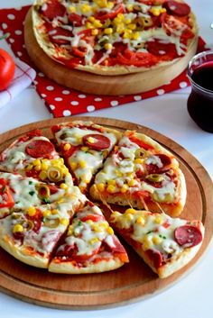 bazlama tost tarifi Sandviç – The Most Practical and Easy Recipes Pizza Salami, Burger Meat, Pie Pops, Work Meals, Pizza Recipes, Food Truck, Vegetable Pizza, Healthy Snacks, Brunch