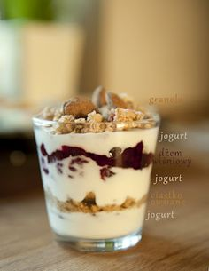 i robi to co lubi:) Healthy Food To Lose Weight, Healthy Foods To Eat, Healthy Recipes, Healthy Lunches, Sweet Desserts, No Bake Desserts, Dessert Recipes, Granola, Yogurt
