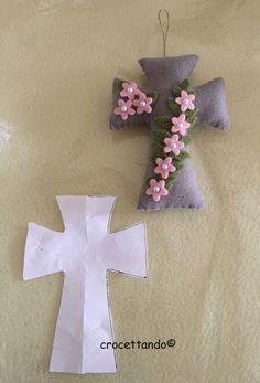 croce fiorita finita con modello