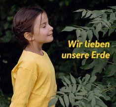 Kinder haben eine natürliche Verbundenheit mit allem, was sie umgibt. Das schließt die Natur- und Tierwelt automatisch mit ein. Wie recht sie damit haben! - Noch etwas, was wir uns von ihnen abschauen sollten. World, Nature, Love, Kids