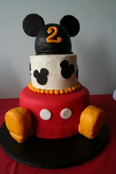 Cake I made using Fondarific fondant... Not bad for a beginner! ;)