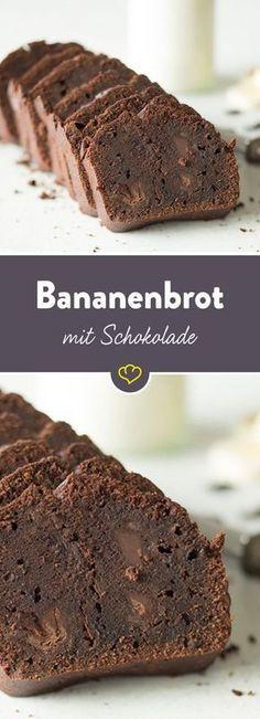 Ein wenig dekadent: Mit diesem Bananenbrot gönnst du dir die doppelte Schokoladendröhnung. Schokostückchen im bananigen Schokoteig und dazu unfassbar saftig. Pah - was kostet die Welt?