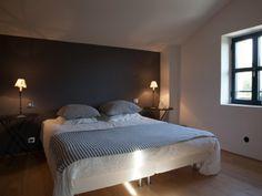 Location vacances villa Valbonne: grey bedroom