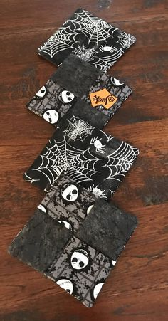 Fun Halloween mug rugs to add to your coffee, hot chocolate, tea mugs or drink glasses. Set of These are a fun gift item. Fun party gifts and gift tags. Halloween Quilt Patterns, Halloween Fabric Crafts, Halloween Sewing Projects, Halloween Quilts, Halloween Mug, Sewing Crafts, Sewing Ideas, Fall Crafts, Sewing Patterns