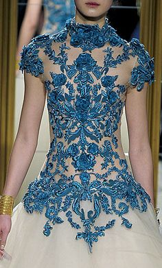 Can I just say I am COMPLETELY obsessed with Marchesa!!! Revlon is doing a line of nail press ins inspired by some of the dresses. They are so stunningly gorgeous I can't handle it. No joke, one of the very few high couture fashion designers that produces truly beautiful and stunning pieces. #obsessed.