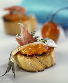 Tapas y Montaditos Best Spanish Food, Spanish Tapas, Food N, Food And Drink, Finger Food Appetizers, Appetisers, Seafood Dishes, Mediterranean Recipes, Food Photo