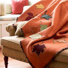 Haz una colcha decorada con hojas de fieltro para abrigarte en otoño.
