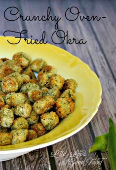 the meantime, add the wet okra a little at a time to the bag and shake until coated. If needed, you may add additional cornmeal and panko breadcrumbs -- if the okra isn't coated as much as you like. Carefully add the okra to the hot baking sheet. Healthy Recipes, Side Dish Recipes, Vegetarian Recipes, Cooking Recipes, Cooking Okra, Oven Recipes, Vegetarian Cooking, Easy Cooking, Vegetarian Barbecue