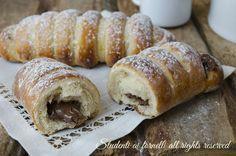 Flauti alla nutella brioche soffici e golose, ricetta facile da preparare. Ricetta per la colazione e la merenda, con crema, nutella o marmellata