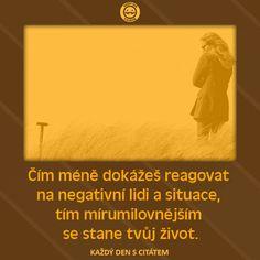 Čím méně dokážeš reagovat  na negativní lidi a situace,  tím mírumilovnějším  se stane tvůj život. Motto, Thoughts, Humor, Words, Music, Quotes, Musica, Quotations, Musik