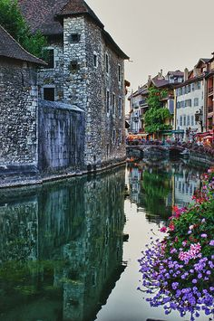 the beautiful colors of Annency, France #Travel #canal #vibrant