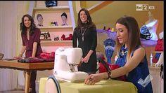 Marthia Saracino cuce una borsa con un vecchio piumino