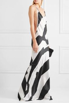 Black and white silk-blend Slips on 93% silk, 7% spandex Dry clean