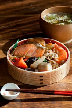 Traditional Japanese Bento (Salmon Wappa Meshi)|鮭わっぱ飯弁当