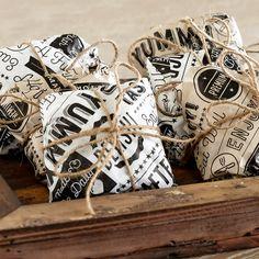 GET x White Typography Deli Sandwich Wrap Paper - Sandwich Packaging, Takeaway Packaging, Food Packaging Design, Paper Packaging, Brownie Packaging, Dessert Packaging, Food Wrapping Paper, Wrapping Paper Design, Bar Restaurant Design