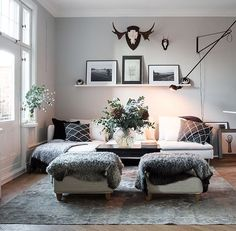 Fotpall m fårskinn Living Room Designs, Living Room Decor, Living Spaces, Living Room Inspiration, Home Decor Inspiration, Room Interior, Interior Design, Kitchen Interior, Ikea Couch