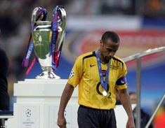 Arsenal made it to the Champions League final in 2006 but it wasn't to be for Henry as Barcelona triumphed in Paris God Of Football, Football Icon, World Football, Football Fans, Football Players, Arsenal Fc, Arsenal Soccer, Arsenal Players, England