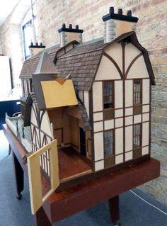 Lawbre OLD WESTBURY HALL Doll House : Lot 75