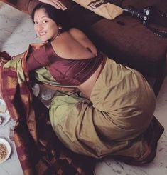 Hot Bhabhi in saree Beautiful Girl Indian, Beautiful Indian Actress, Beautiful Women, Katrina Kaif Images, Desi Bhabi, Sexy Blouse, Indian Beauty Saree, Curvy Girl Fashion, Brunette Girl