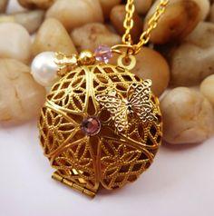 Filigrane Medaillon Halskette in gold von Schmucktruhe auf Etsy, €24.00