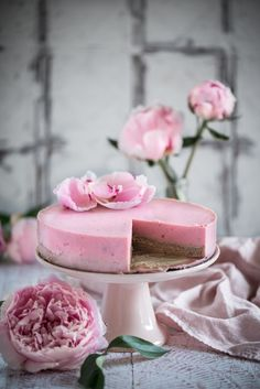 Strawberry Mousse Cake – Eighty 20 Nutrition Strawberry Mousse Cake, Paleo Diet Weight Loss, Milk Tart, Dark Chocolate Brownies, Roasted Strawberries, Mince Pies, Grass Fed Butter, Sweet Pastries, Baking Tins