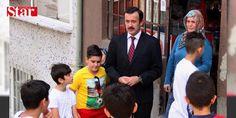 Kasımpaşada Reis heyecanı: Cumhurbaşkanı Erdoğanın çocukluk ve gençlik dönemlerinin anlatıldığı sinema filmi Reisin başrol oyuncusu Reha Beyoğlu Kasımpaşayı ziyaret etti. Erdoğanın Mumhane Sokaktaki 34 yıllık komşularına konuk oldu.