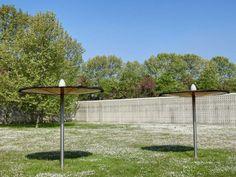 Parc du Champ Saint-Julien à Valenton - Parasols dans l'enceinte