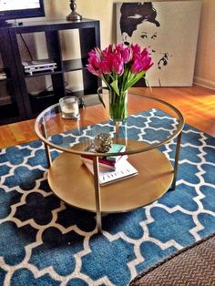 Living Room With Flower Vase In Glass Top Round Coffee Table