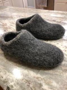 Men's felted wool slippers Baby Blanket Crochet, Wool Blanket, Crochet Baby, Knit Crochet, Felted Slippers Pattern, Knitting Patterns, Crochet Patterns, Mens Slippers, Baby Blankets
