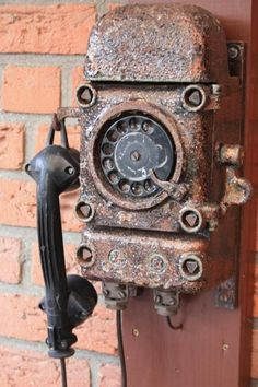One rusty ringy dingy two rusty ringy dingy got no dial tone. The phone that time abandoned. Abandoned Buildings, Abandoned Places, Vintage Antiques, Vintage Items, Retro, Antique Phone, Pompe A Essence, Rust Never Sleeps, Rust In Peace