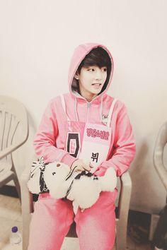 V&SUGABEAR♡♡♡ #BTSinIdolStarAthleticsChampionships
