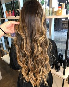 Hair Color Balayage, Hair Highlights, Caramel Highlights, Pretty Hairstyles, Winter Hairstyles, Hombre Hair, Brown Blonde Hair, Long Wavy Hair, Light Hair