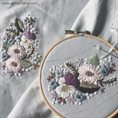 No photo description available. Hand Embroidery Projects, Hand Embroidery Flowers, Embroidery Works, Creative Embroidery, Bead Embroidery Jewelry, Embroidery Patterns Free, Ribbon Embroidery, Floral Embroidery, Cross Stitch Embroidery