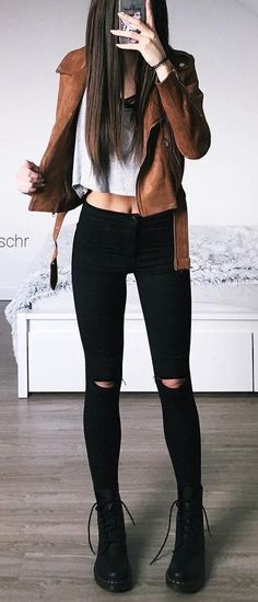 Outfits and Looks, Ideas & Inspiration / Camel Jacket // White Top // Destroyed Skinny Jeans // Black Booties - Go to Source - Look Fashion, Teen Fashion, Autumn Fashion, Fashion Outfits, Fashion Trends, Fashion Boots, Jackets Fashion, Latest Fashion, Fashion Mode