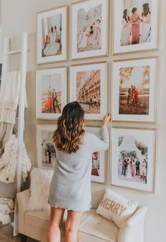 Fascinating Wall Gallery Ideas You Can Steal - A gallery wall can instantly elevate the style of any space in any room in your home. Gallery walls vary greatly, depending on the décor and taste of . Deco Baroque, Wedding Photo Walls, Wedding Photo Gallery, Photo Wall Decor, Photo Frame Decoration, Photo Deco, Living Room Pictures, Living Room Picture Ideas, Home And Deco
