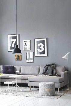 graue wand bilder dekoration stehlampe hocker