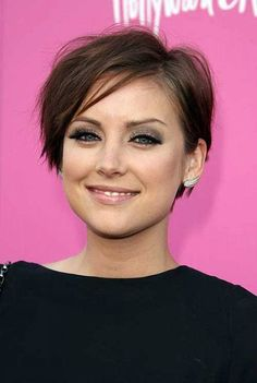 Short Hairstyles for Thin Hair That Will Add Volume to Your Hair: Cute Easy Short Hairstyles For Thin Hair And Round Face Women – Women Hairstyles