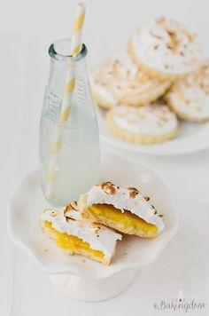 Sweet Lemon Meringue Shortbread Cookies by Bakingdom