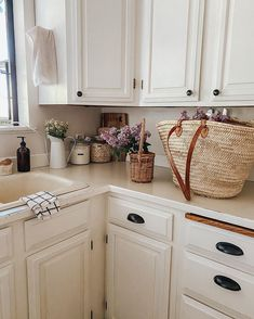 Cottage Kitchens, Home Kitchens, Kitchen Dining, Kitchen Decor, Country Look, Minimal Kitchen, Humble Abode, First Home, Country Kitchen