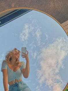 aesthetic mirror pic outside Photographie Indie, Photographie Portrait Inspiration, Aesthetic Photo, Aesthetic Pictures, Aesthetic Girl, Outdoor Mirror, Model Poses Photography, Forensic Photography, Mirror Photography