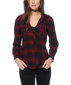 This blackberry hooded flannel shirt is made with a thick and soft cotton construction for a comfortable wear, and features mixed plaid prints for a dynamic look.