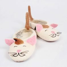 Felted wool slippers, Zoe the cat. Women and kids wool house shoes. Very comfy and warm. Handmade in Romania, any size. Felted Wool Slippers, Sheep Wool, Wool Felt, Baby Shoes, Comfy, Christmas Ornaments, Holiday Decor, Cat Women, Kids