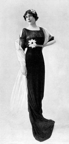 Evening gown by Redfern, Les Modes July 1913. Photo by Félix.
