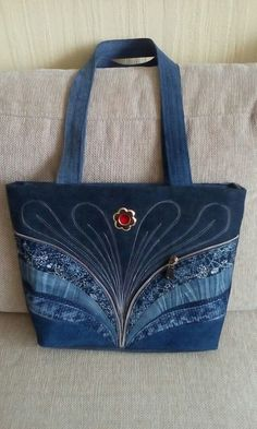 Another lovely jeans bag - precisely embroidered - looks classic - Salvabrani Image only - Upcycled Jeans and Zipper Tote inspiration Pircsi táskái Ideas for old jeans Patchwork Bags, Quilted Bag, Patchwork Quilting, Denim Patchwork, Bag Quilt, Sewing Jeans, Sewing Diy, Denim Purse, Denim Tote Bags